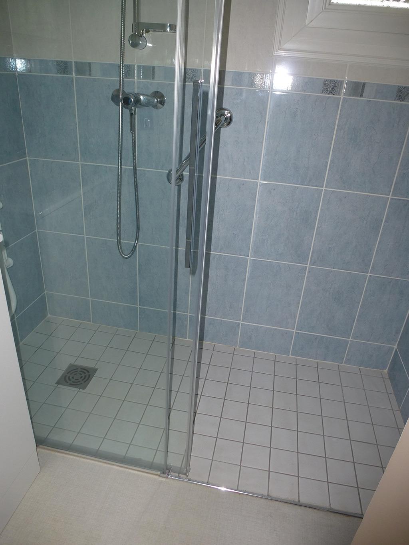 Carreler salle de bain fabulous dsc with carreler salle for Carreler une salle de bain avec baignoire